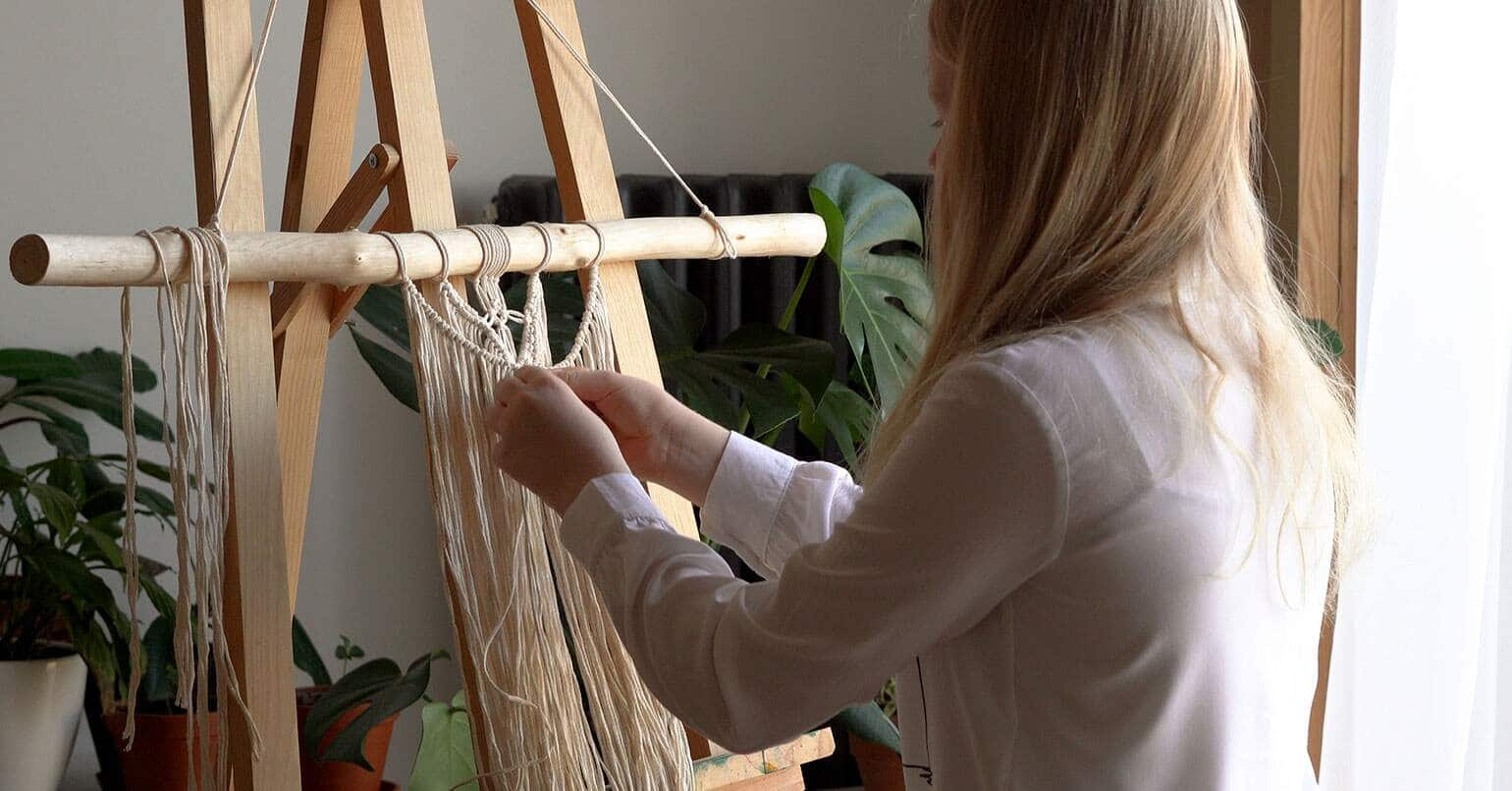 Have fun with Macrame Knotting process